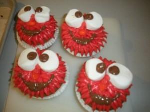 elmo-cupcakes-e1381438705958